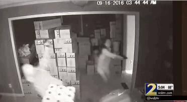 福建籍女子拔枪击毙美国悍匪